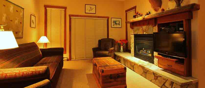 canada_fernie_snow-creek-lodge_living-room.jpg